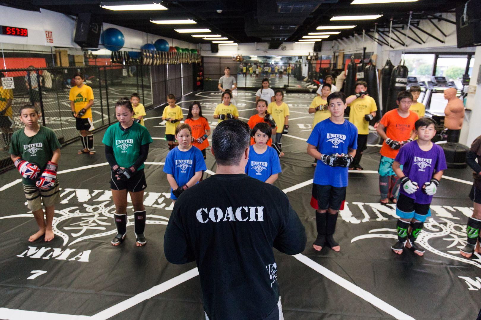 「United MMA」で子どもたちを指導するケン・リー