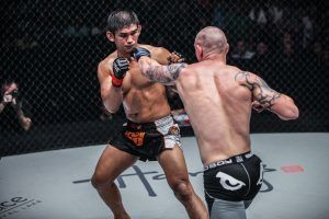 Full Fight: Aung La N Sang VS Michal Pasternak