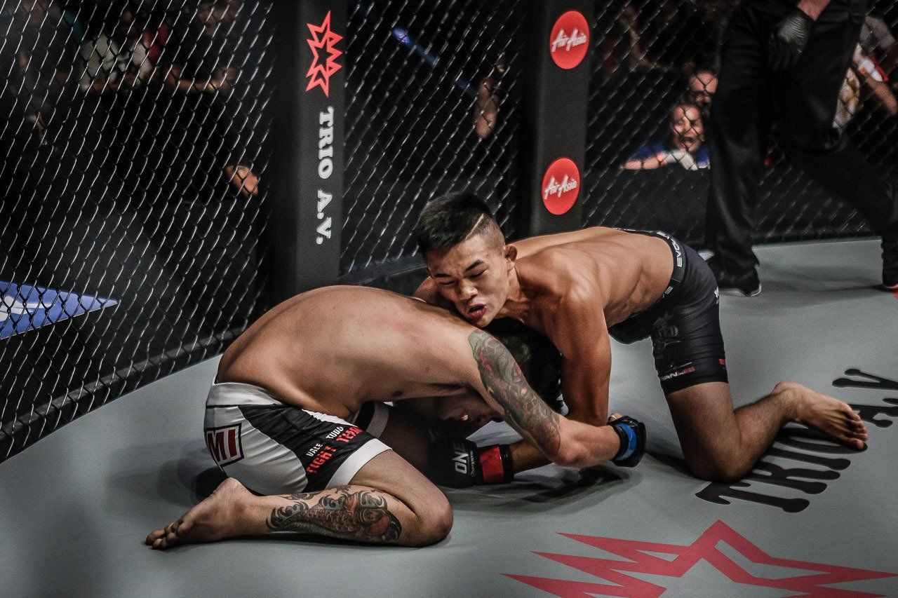 Christian Lee scores a comprehensive victory over Rocky Batolbatol, battering his opponent to a submission due to strikes at 2:14 of the very first round