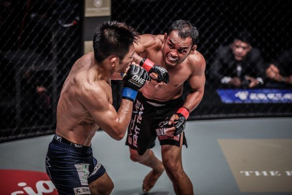Former World Champion Dejdamrong Is Not Done Yet