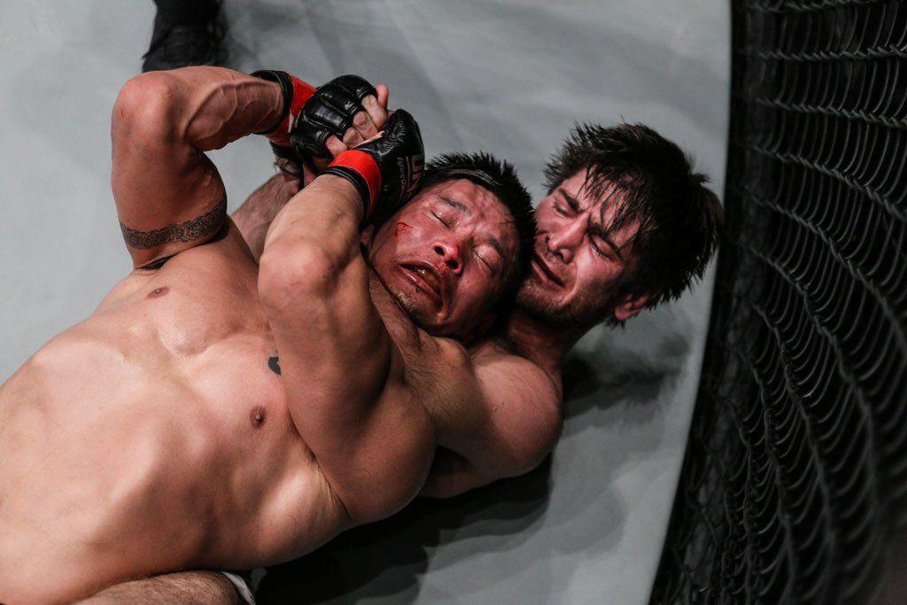 Dagestani grappler Marat Gafurov puts Narantungalag Jadambaa in a rear-naked choke