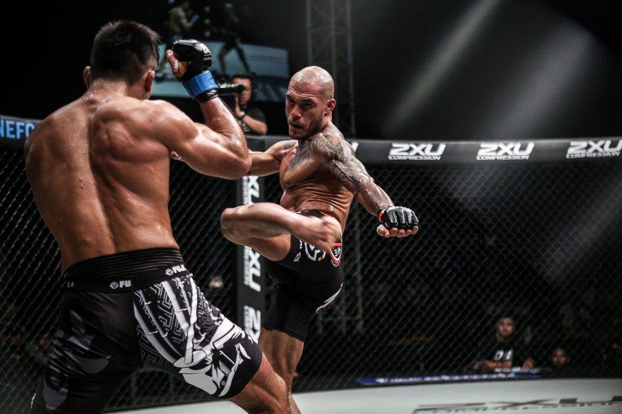 """Roger """"El Matador"""" Huerta Unleashes A Body Kick Onto His Opponent"""