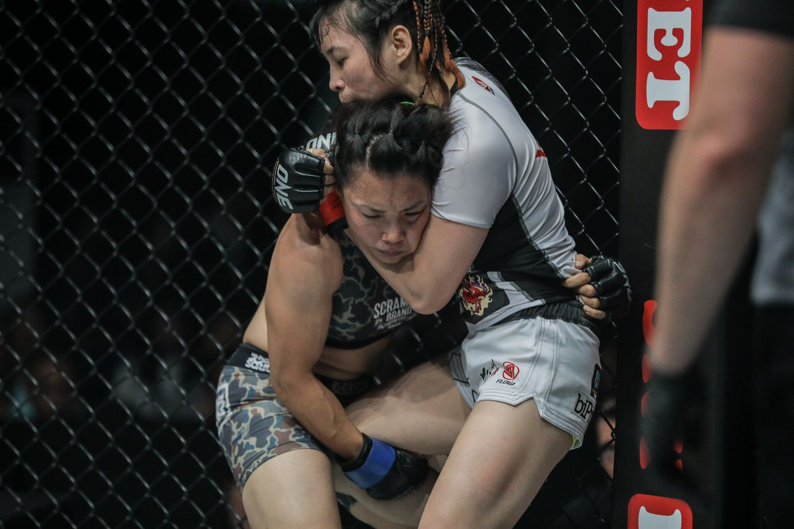 Jenny Huang and Mei Yamaguchi rapple in the clinch