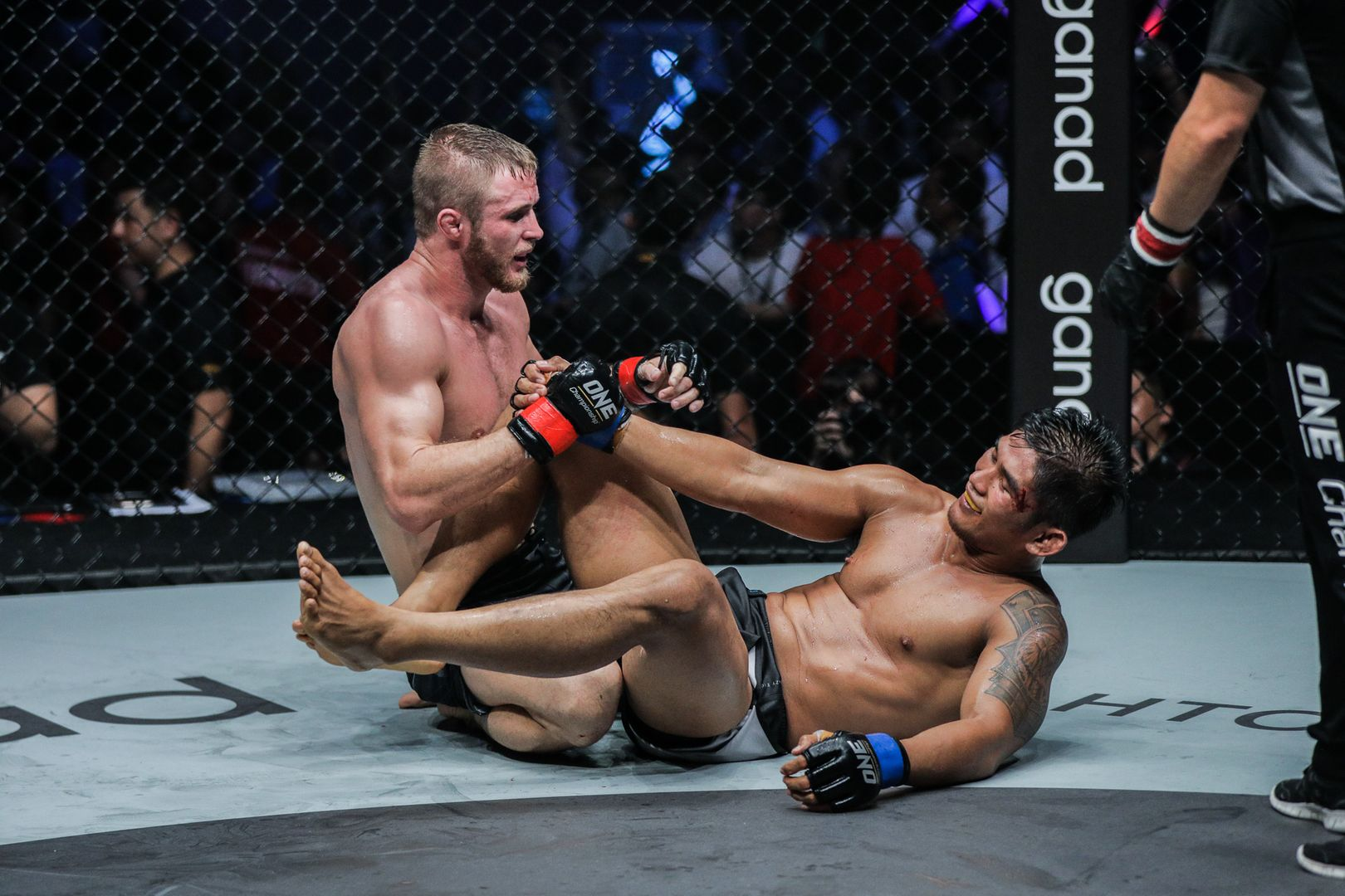 Vitaly Bigdash and Aung La N Sang show respect in their rematch