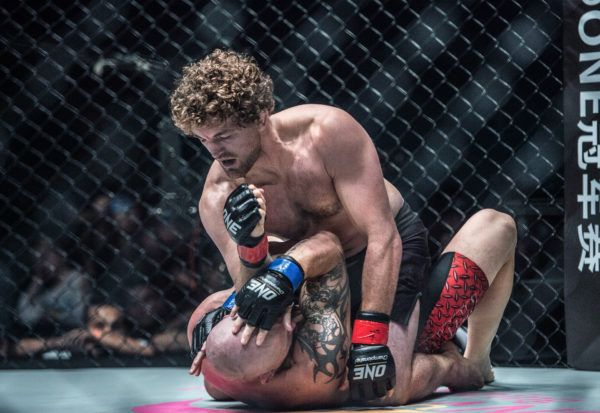 Ben Askren Keeps Belt And Undefeated Record With TKO Victory