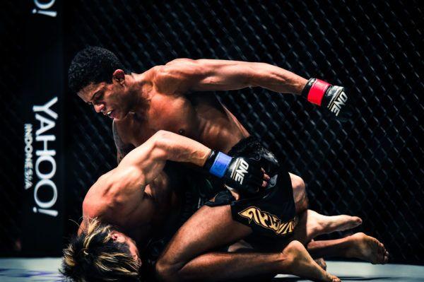 Kosuke Suzuki VS Adriano Moraes