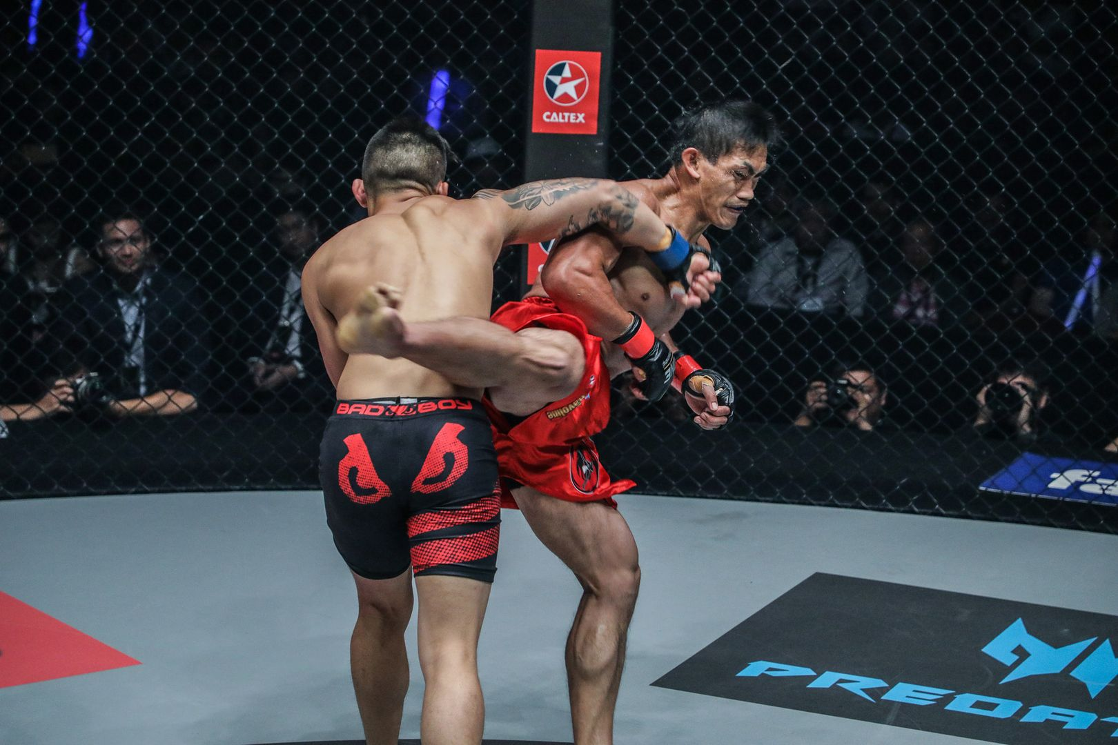 Martin Nguyen knocks out Eduard Folayang at ONE: LEGENDS OF THE WORLD in November 2017