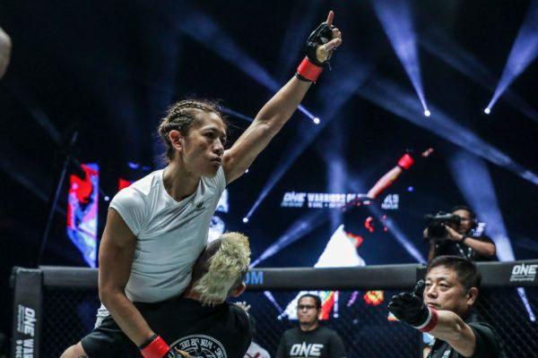 """Mighty"" May Ooi Submits Vy Srey Khouch At Home In Singapore"