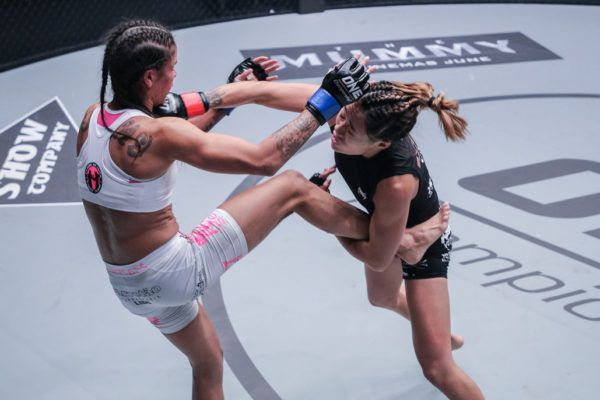Istela Nunes VS Angela Lee
