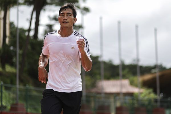 Former ONE Lightweight World Champion runs in Baguio City, Philippines