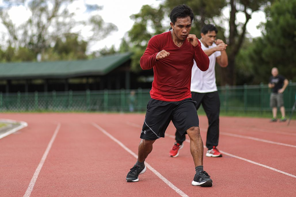Kevin Beingon trains with Eduard Folayang in Baguio City