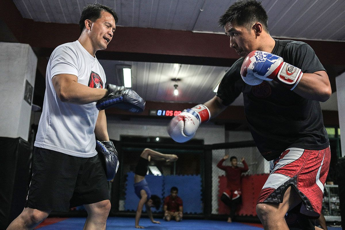 Filipino MMA fighter Geje Eustaquio training with Team Lakay head coach Mark Sangiao
