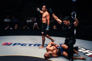Dejdamrong Dominated Rene Catalan With His Muay Thai