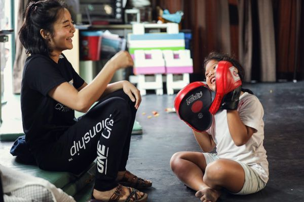 Rika Ishige and a child holds focus mitts