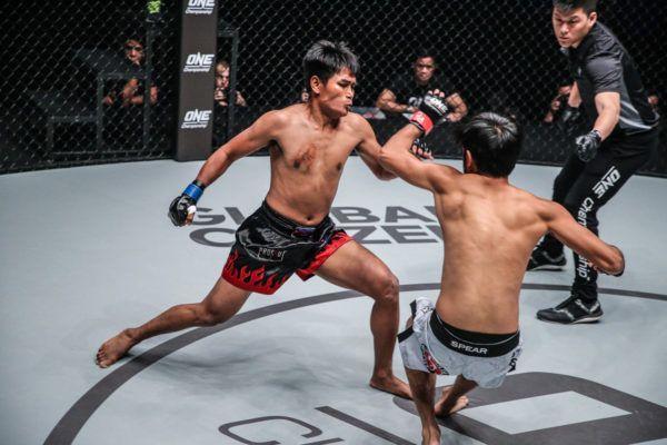 Khon Sichan VS Riski Umar