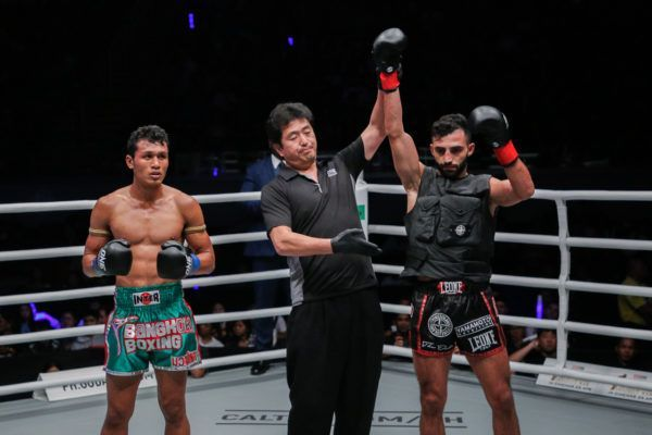"Giorgio Petrosyan defeats ""Smokin"" Jo Nattawut by decision at ONE: HEROES OF HONOR"