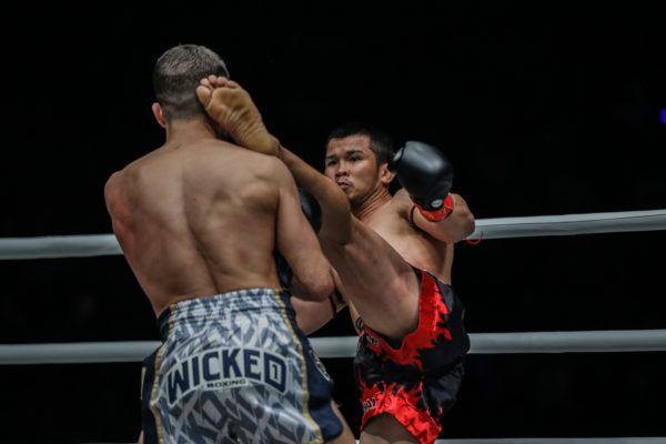 Nong-O Gaiyanghadao Showed His Legendary Muay Thai Against Fabio Pinca