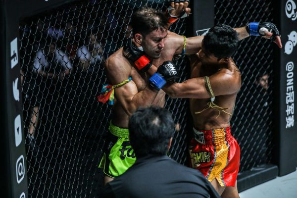 Jo Nattawut Smokes Yohann Fairtex Drai In Round One