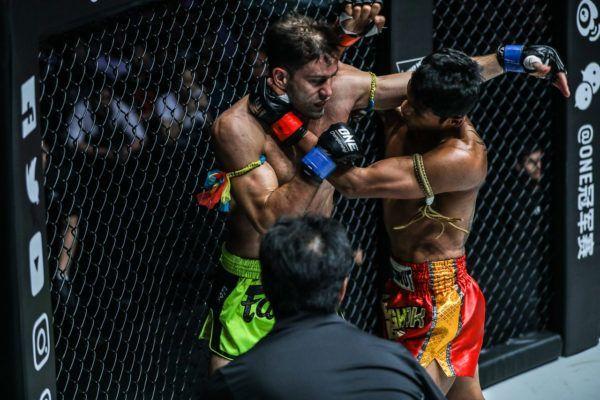 Jo Nattawut Smokes Yohann Fairtex Drai In Round One