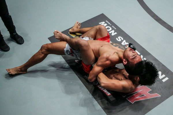 Josua Pacio hits the Passion Lock submission on Pongsiri Mitsatit