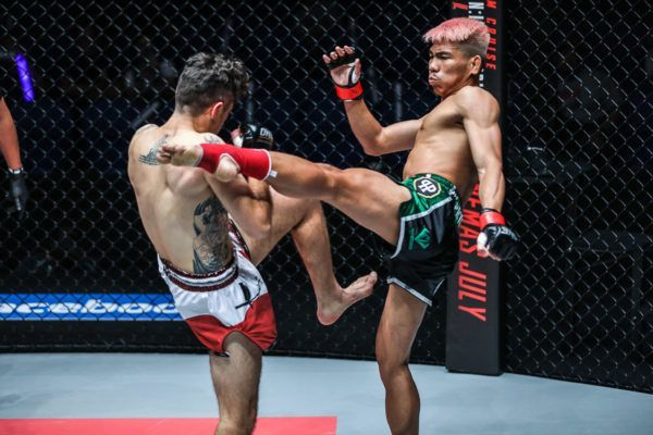 Thailand's Petchdam Petchyindee Academy cracks Josh Tonna in the head with a left roundhouse kick in his debut
