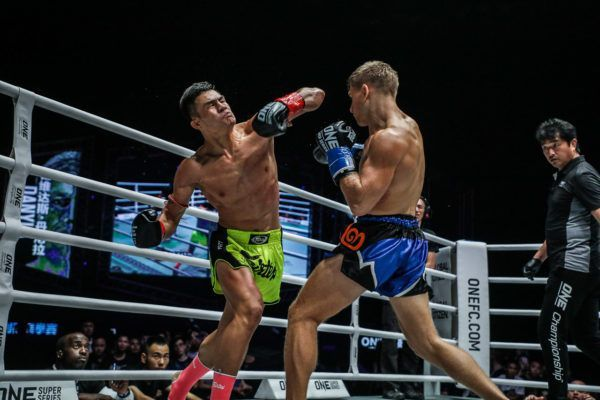 Muay Thai fighter Saemapetch Fairtex throws an elbow