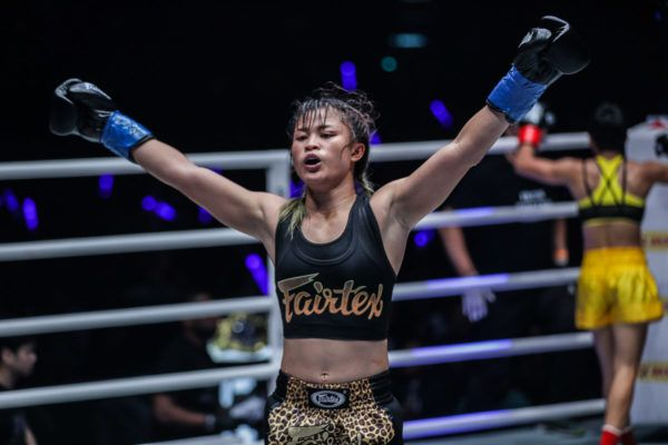 Stamp Fairtex's Smooth Moves Between Rounds