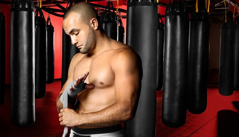 Eddie Alvarez wraps his hands