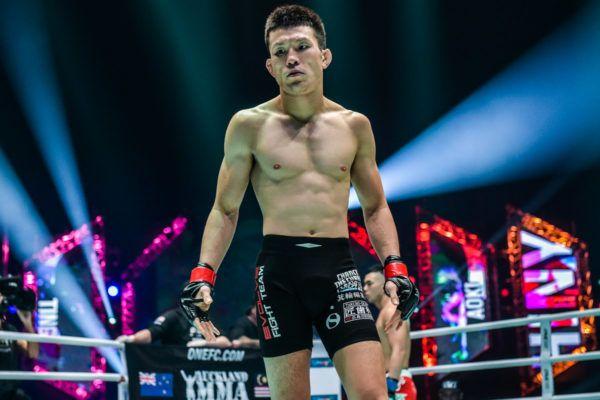 Japanese MMA legend Shinya Aoki gets ready to fight