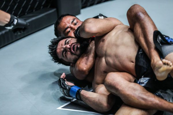 Dejdamrong Sor Amnuaysirichoke sinks in the rear-naked choke against Himanshu Kaushik at ONE: HEART OF A LION in the second round.