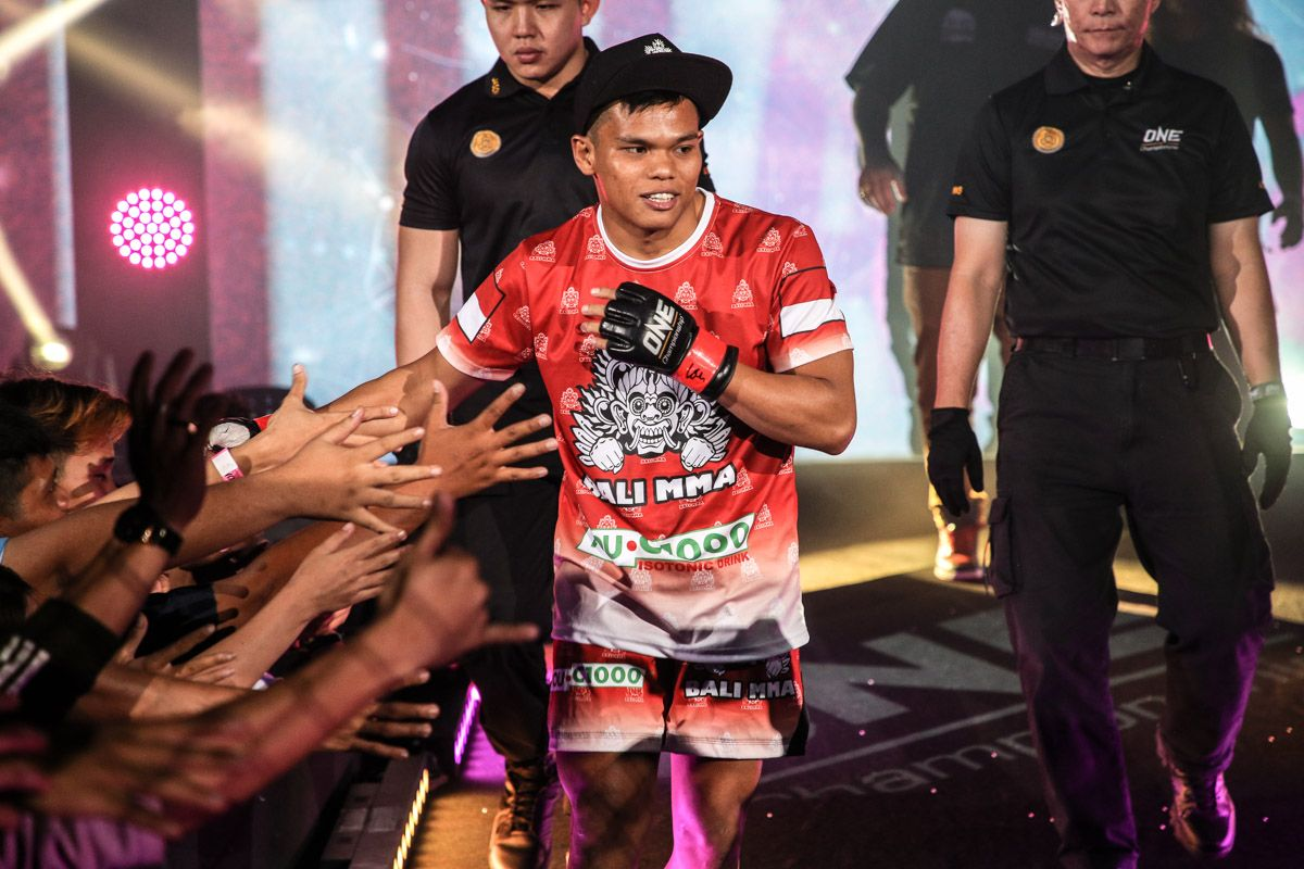 Indonesian MMA fighter Elipitua Siregar makes his entrance