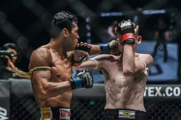 Jo Nattawut Turns On The Style To Defeat George Mann