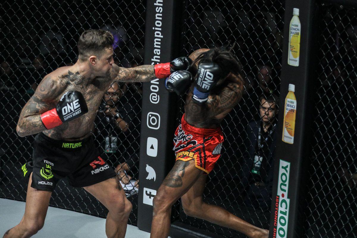 Dutch kickboxing legend Nieky Holzken knocks out Cosmo Alexandre