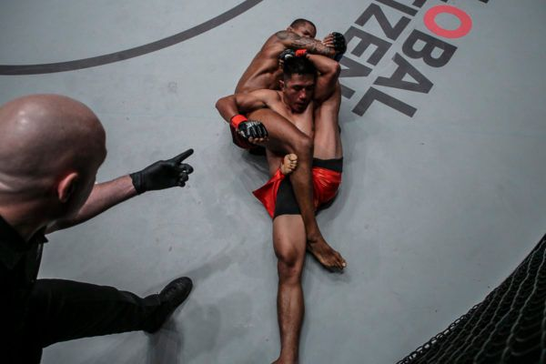 Adriano Moraes and Geje Eustaquio Have The Bout Of The Night In Manila