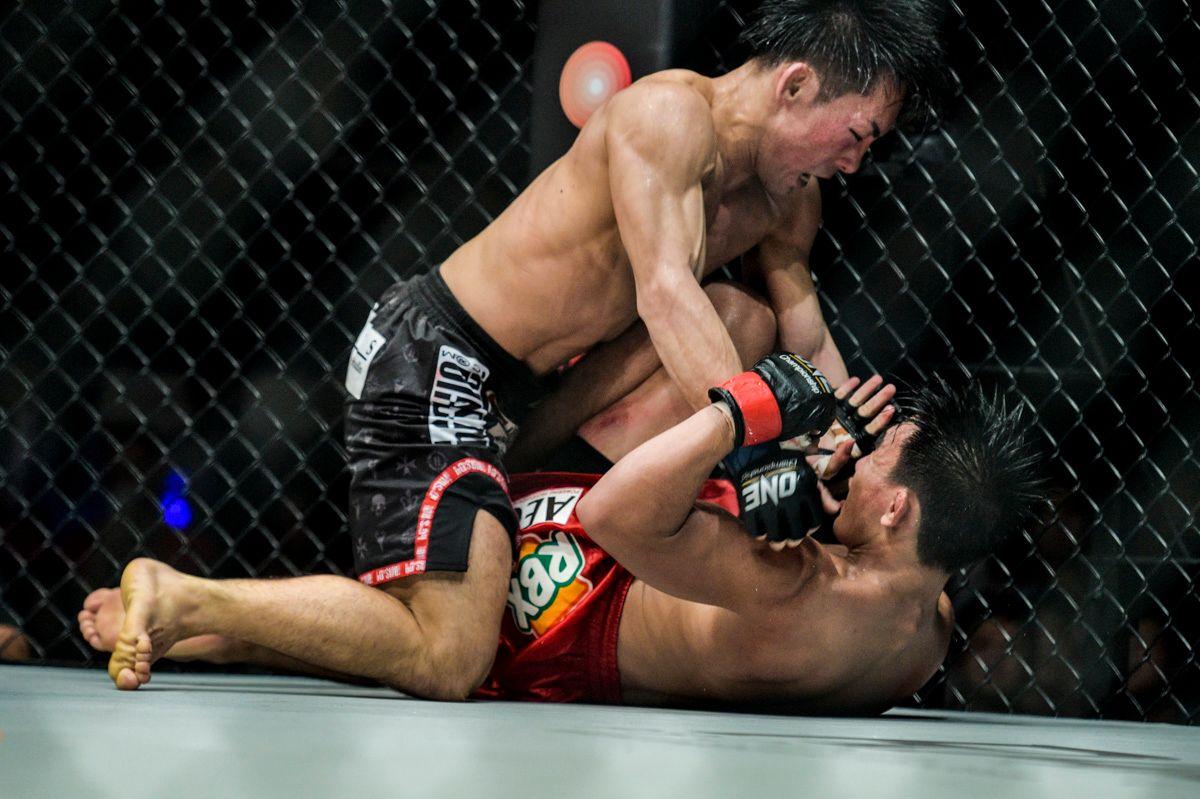 Yosuke Saruta unleashes ground and pound on Joshua Pacio