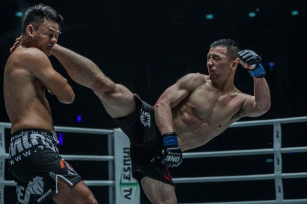 Amarsanaa Tsogookhuu in action against Shannon Wiratchai