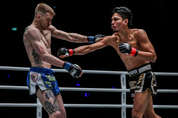 Chamuaktong Picks Up Second ONE Victory Over Charlie Peters