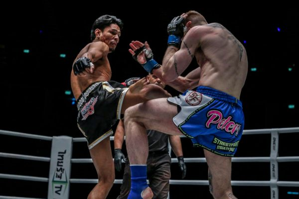 Chamuaktong's Clinch Clinic Powers Him To Victory Over Charlie Peters