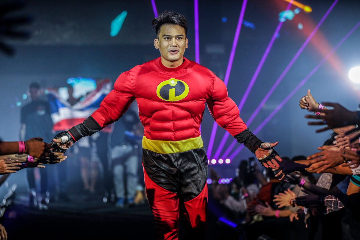 Shannon Wiratchai makes a grand entrance
