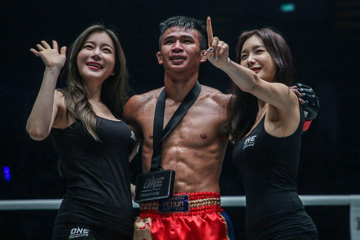 Muay Thai superstar Superlek Kiatmoo9 with the winner's medal