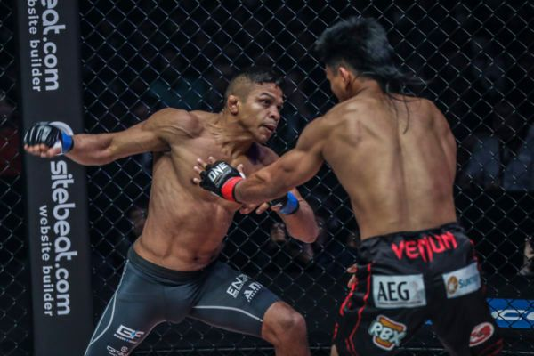 Bibiano Fernandes regains the ONe Bantamweight World Title from Kevin Belingon