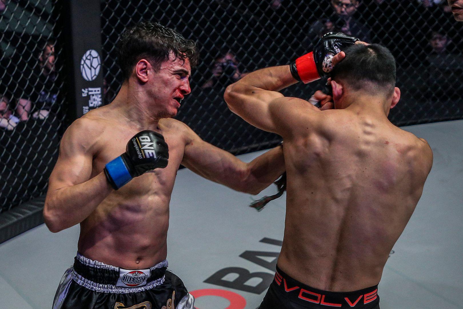 Italian Muay Thai fighter Joseph Lasiri defeats Hiroki Akimoto at ONE: A NEW ERA