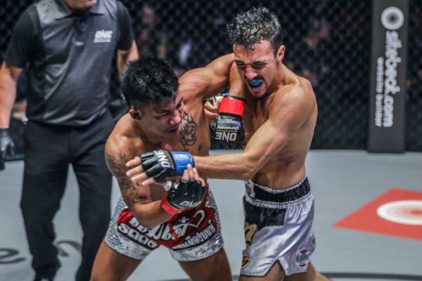 Rodtang Jitmuangnon Beats Hakim Hamech In Epic Muay Thai Battle
