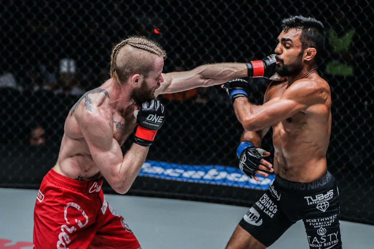 Finnish jiu-jitsu specialist Toni Tauru displays his jab on Gary Mangat