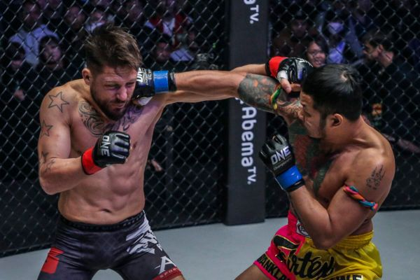 Yodsanklai IWE Fairtex VS Andy Souwer