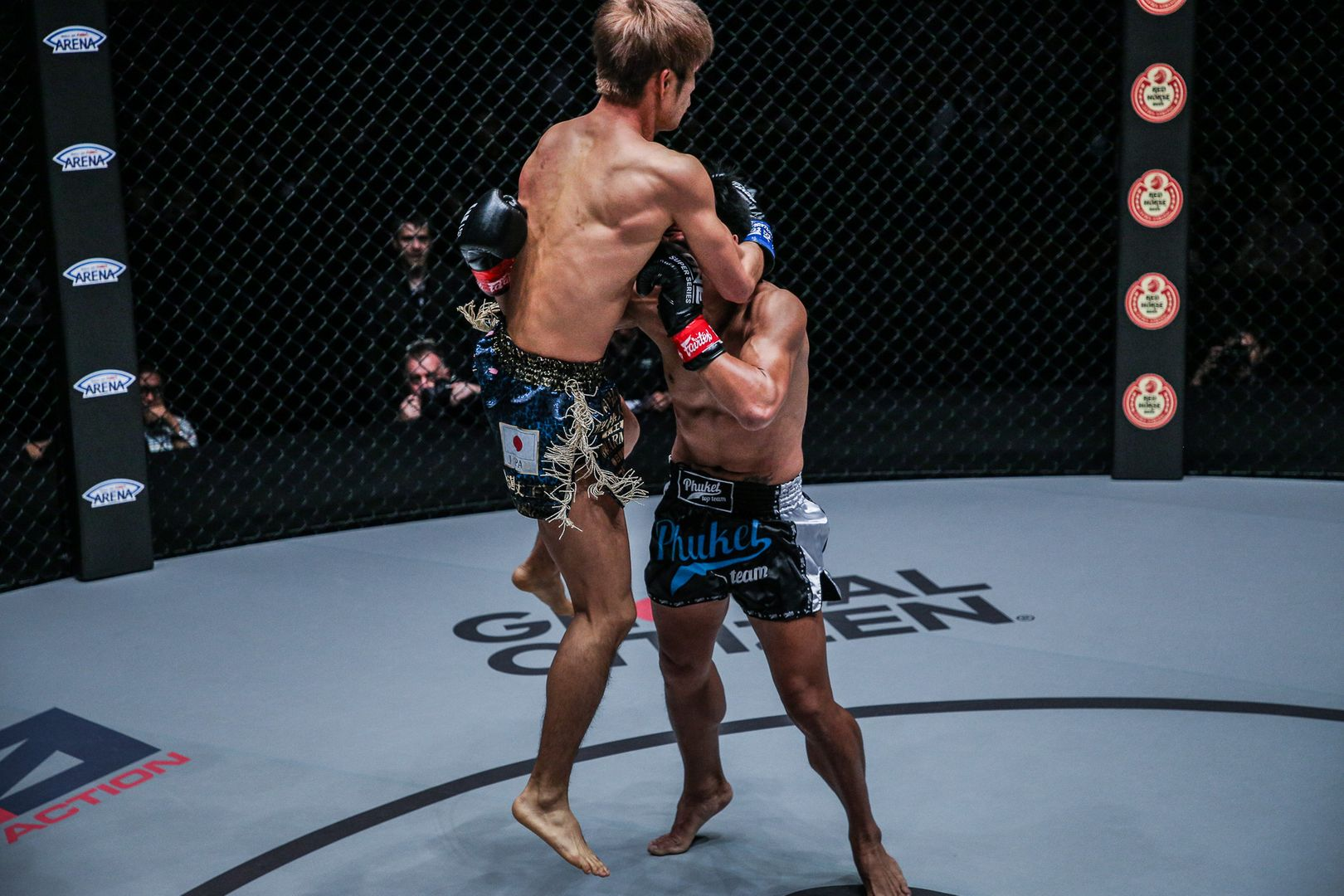 Momotaro attacks Lerdsila Phuket Top Team