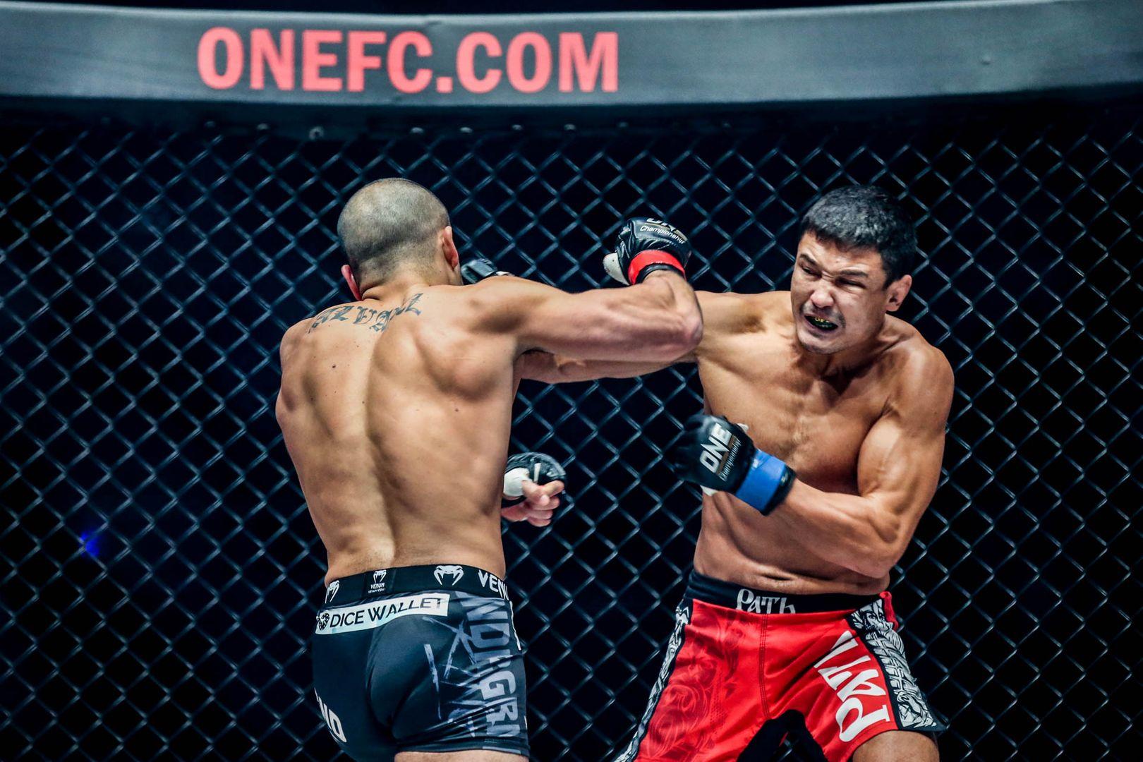 Russian mixed martial arts star Timofey Nastyukhin knocks out Eddie Alvarez