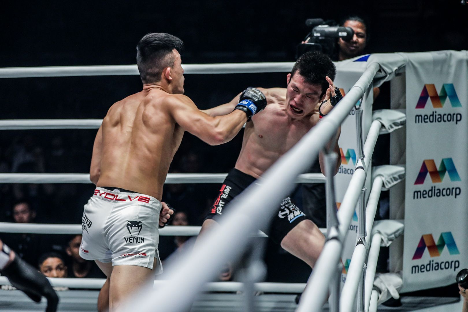 Christian Lee knocks out Shinya Aoki to become the ONE Lightweight World Champion