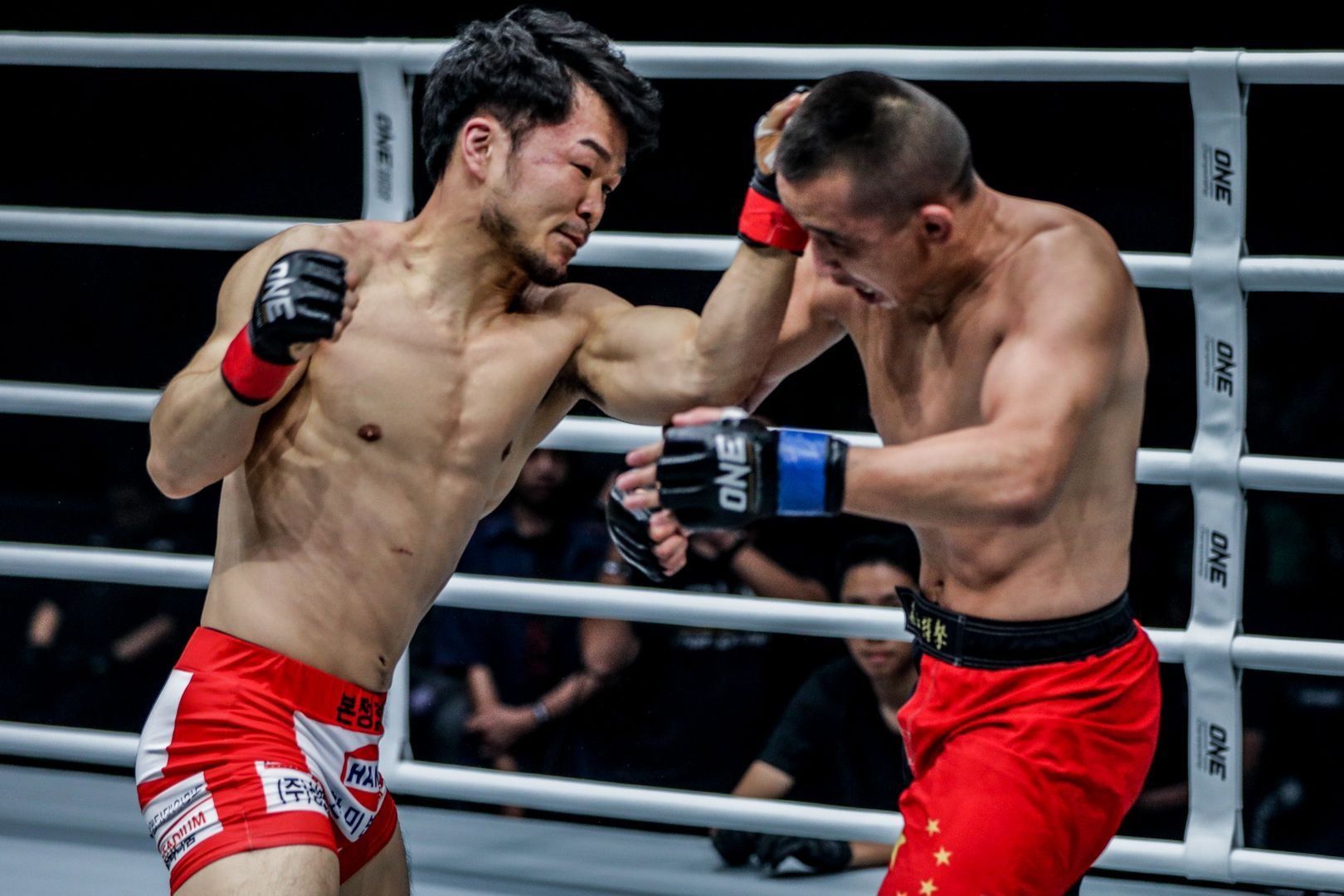 Dae Hwan Kim knocks out Ayideng Jumayi