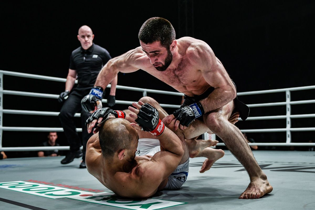 Kiamrian Abbasov attacks Yushin Okami